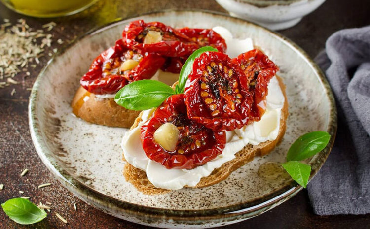 Bruschetta chèvre chaud, pesto et tomate séchées